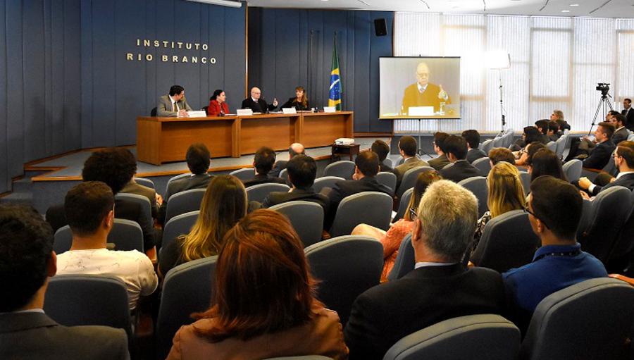 """Palestra """"Percursos Diplomáticos"""" com o embaixador João Clemente Baena Soares"""