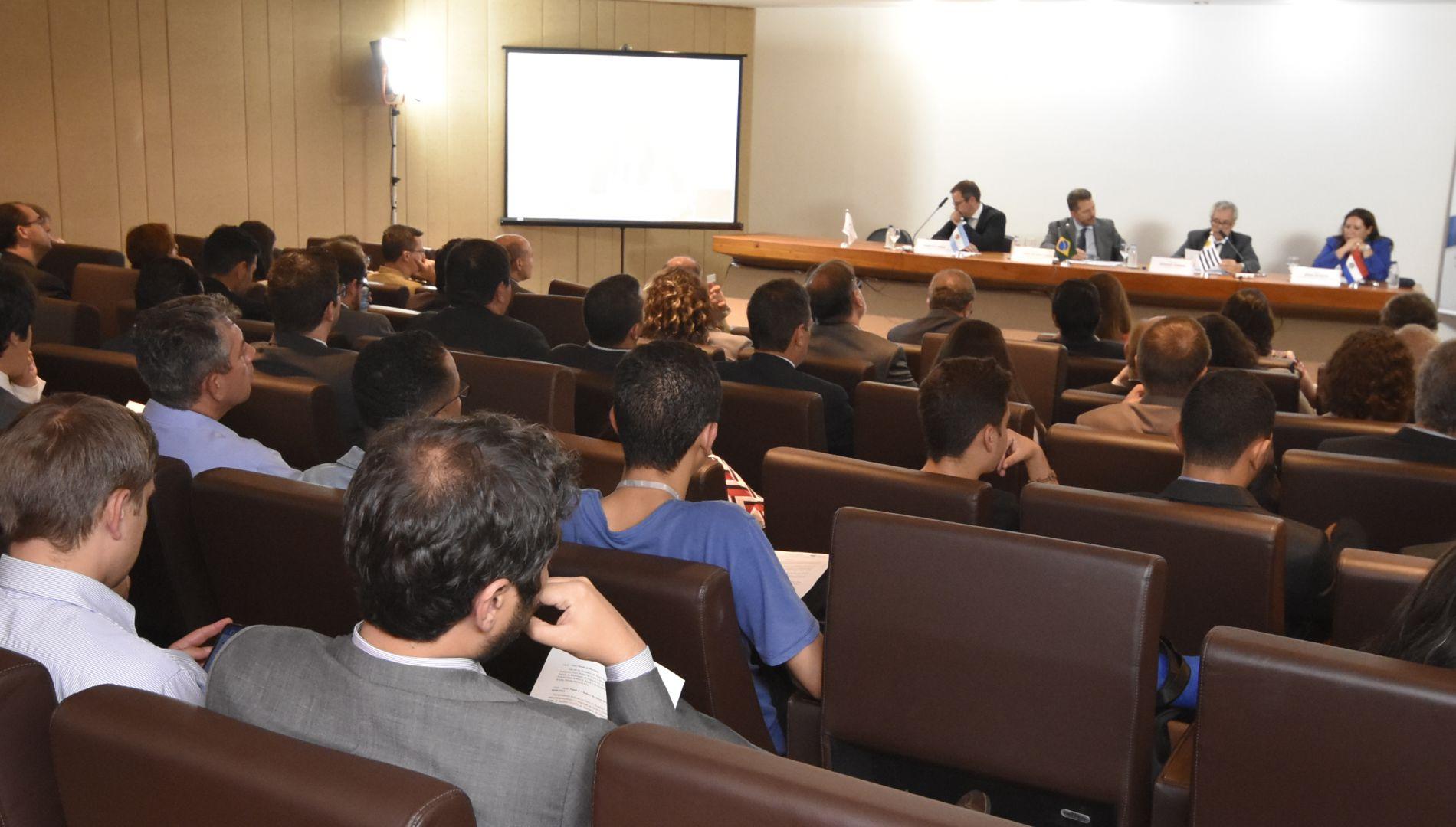 Seminário sobre desenvolvimento da região fronteiriça do MERCOSUL